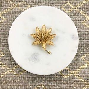 Avon | Vintage Textured Gold Tone Floral Brooch